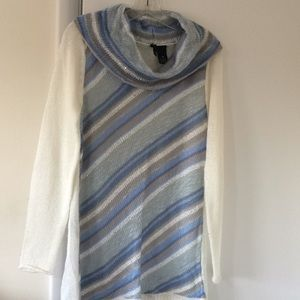 Lightweight blue white gray long sleeve sweater